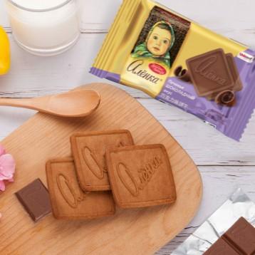 19.90元包邮!俄罗斯进口Alenka爱莲巧 大头娃娃饼干900g/盒(牛奶/巧克力/草莓三口味)