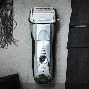 好價!Braun 博朗 7899CC 電動剃須刀 帶清潔底座 新低899元包郵